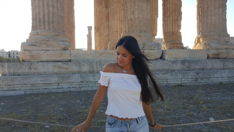 Diosa griega en el templo