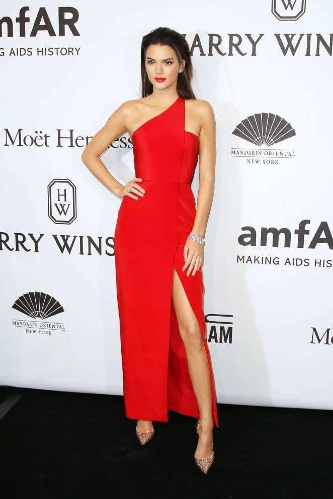 Cómo Combinar Un Vestido Rojo De Una Forma Más Elegante