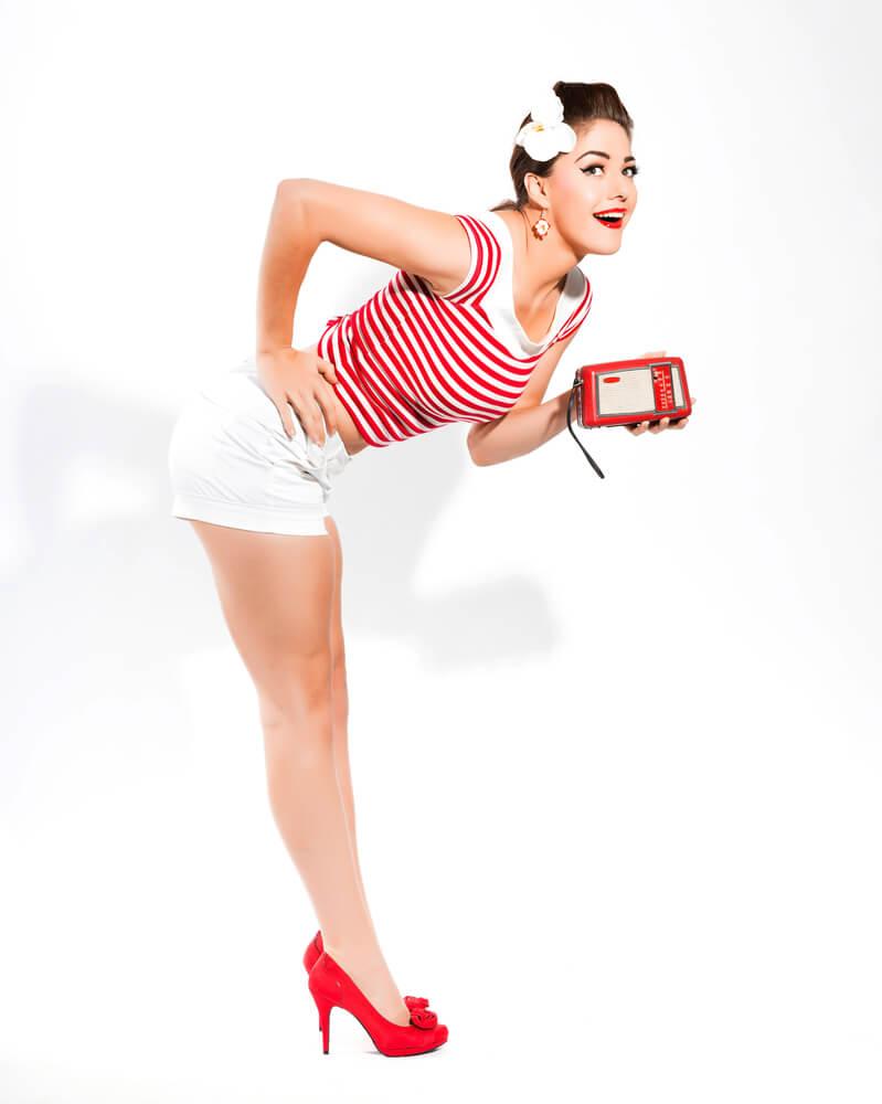 Chica PinUp con tacones de gran altura